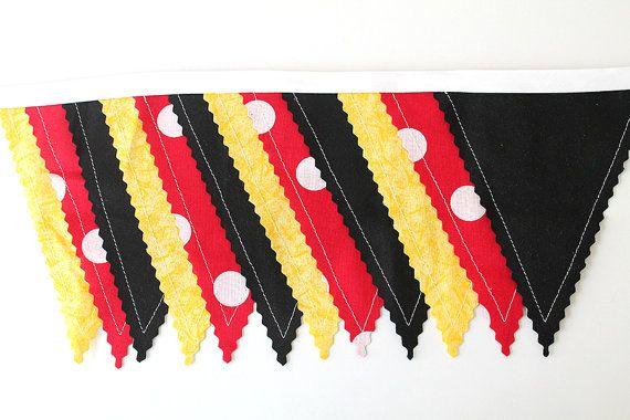 Rouge à pois, noir, jaune étamine souris décoration de fête. Bannière de tissu. Photo prop 12 anniversaire fanion drapeaux table de desserts. Mickey mouse
