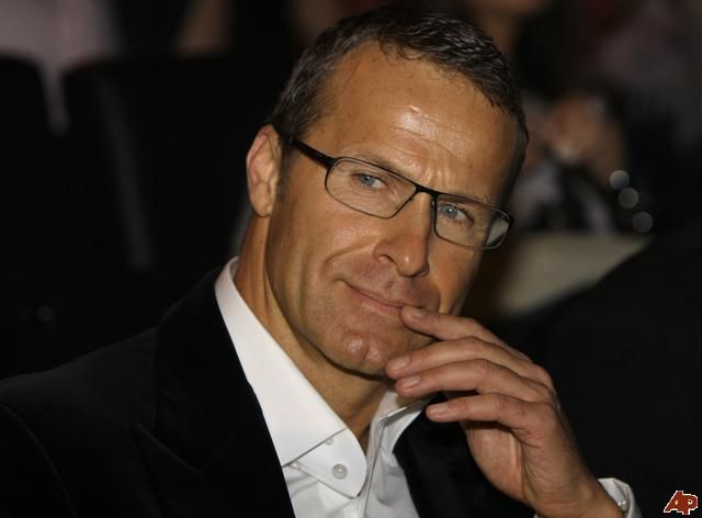 Crazy ass Naomi Campbell's billionaire boyfriend. He's so sexy with those glasses. Yum!