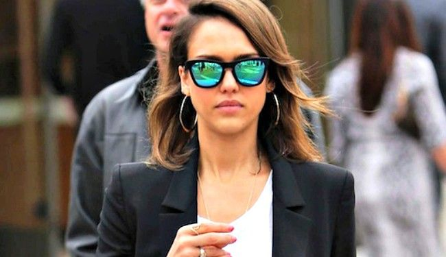 Οι celebrities σου προτείνουν στιλάτα γυαλιά ηλίου!