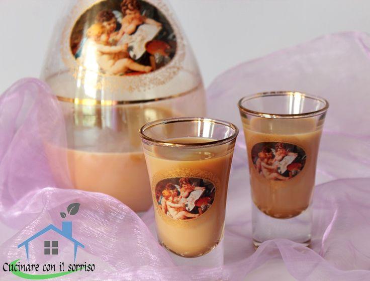 Il bayles al caffè fatto in casa è un ottimo liquore a base di panna e latte dal gusto delicato e dalla bassa gradazione.