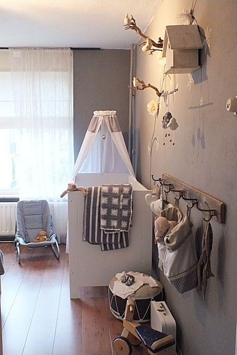 Baby kamer in wit,grijs warme kleuren