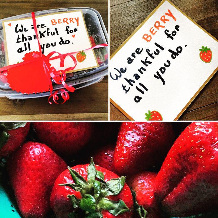 Des fraises pour le lunch des maîtresses la semaine de l'appreciation teacher week.