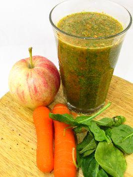Begin de dag krachtig en volgens de voedselzandloper met een power ontbijt-smoothie met appel, spinazie, wortel en chiazaad.