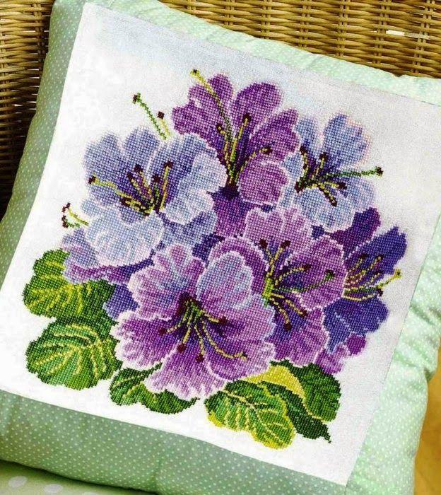 Hobby lavori femminili - ricamo - uncinetto - maglia: cuscino