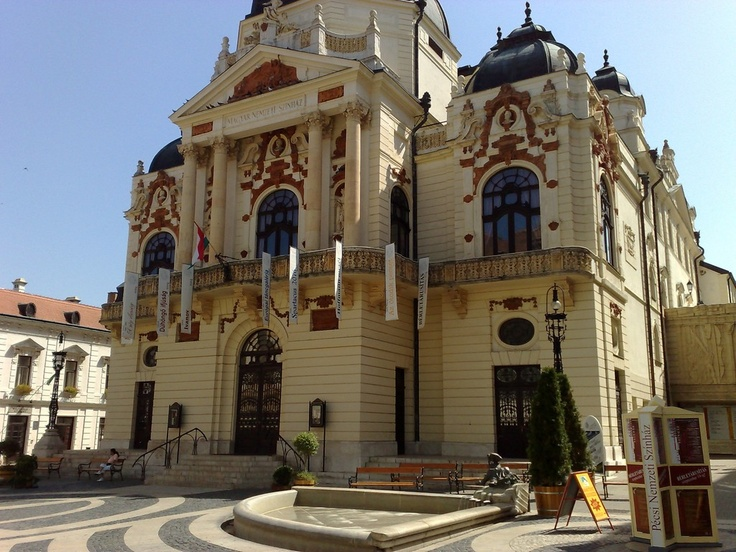 Das Nationaltheater in Pécs.