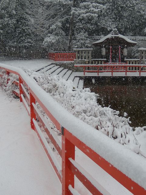 Shimogamo shrine in snow, Kyoto, Japan  eBook about the gardens of Sha-ke machi near Kamigamo Jinja here: http://www.japanesegardens.jp/gardens/secret/000011.php