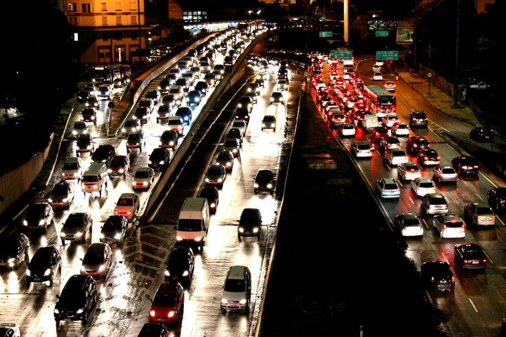 O automóvel e a cidade / Ermínia Maricato