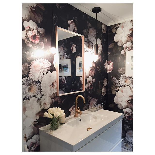 Feminine powder room with Ellie Cashman floral wallpaper and Cedar and Moss Fjord rod pendant | Photo shared by @kristine.fredheim on Instagram