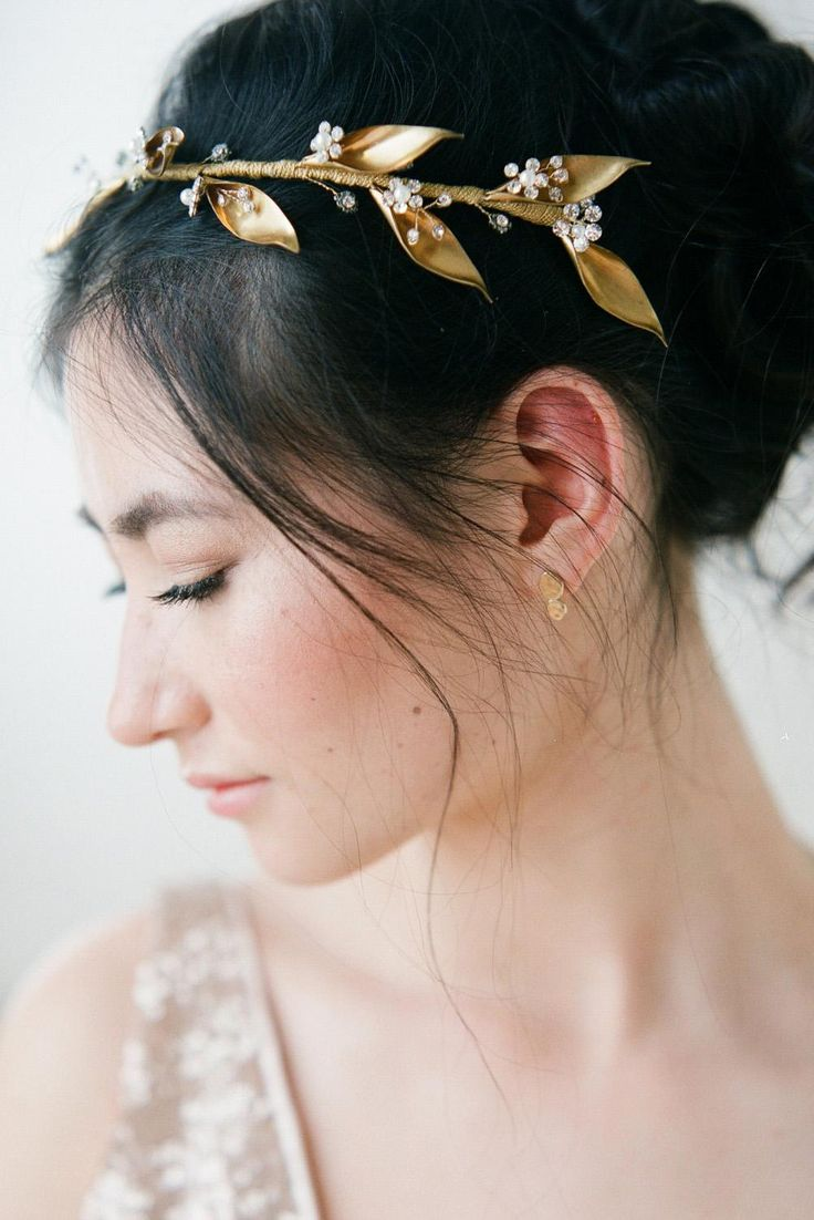 Twists of golden leaves are perfect for autumn brides.