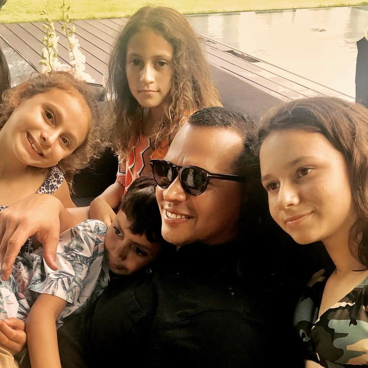 Jennifer Lopez shares photo of Alex Rodriguez with his kids and her twins  Jennifer Lopez shared a photo on Instagram on Friday of her beau Alex Rodriguez with their respective children.  #WorldofDance #JenniferLopez #AlexRodriguez @WorldofDance