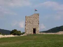 4. Esseg-vár Bánd községben lelhetünk rá a vár romjaira, mely Veszprém megyében található, a Séd patak mellett lévő mészkőből álló hegyszirt nyugati részén.