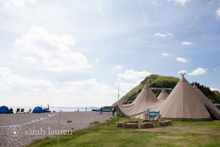 Images courtesy of www.sarahlaurenphotography.com Tipis by www.worldinspiredtents.co.uk