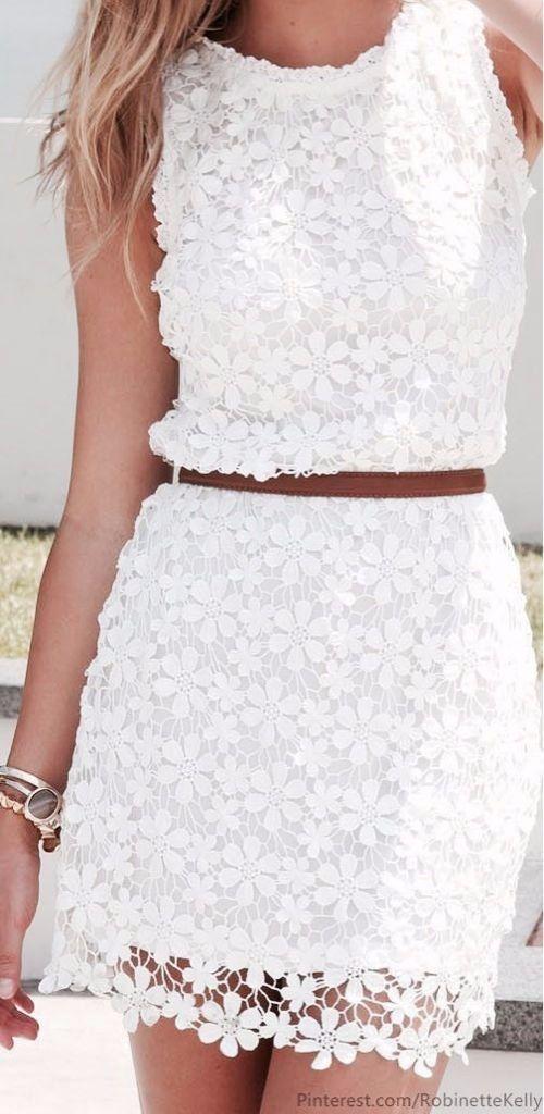 Un look total white te hará ver increíble, además de ser lo que más se lleva ahora ¡Combínalo con los mejores accesorios, maquillaje y calzado!