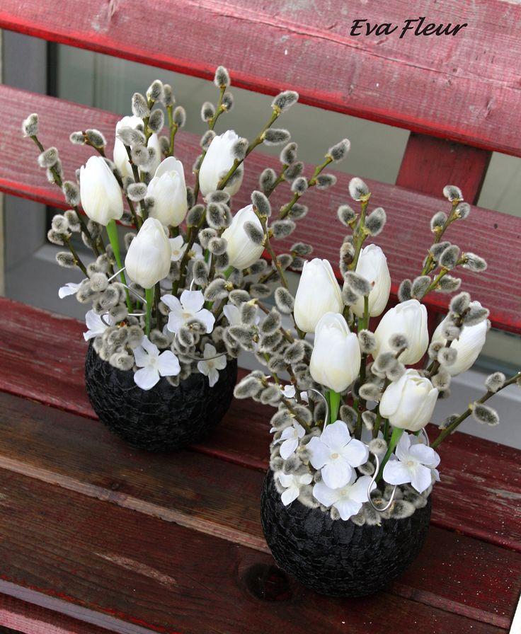Páni+Tulipáni+a+jejich+kočičky+keramická+nádoba+rozměry+dekorace+průměr+cca+27cm,+výška+cca+29cm+rostlé+kočičky,+umělé+tulipány,+alu+drát+Cena+za+jeden+kus.