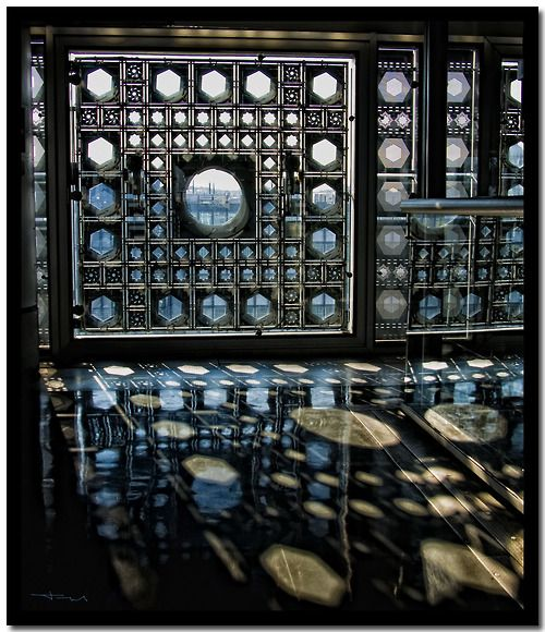 L'Institut du Monde Arabe - Jean Nouvel - Paris, France    i was just thinking about this place yesterday!