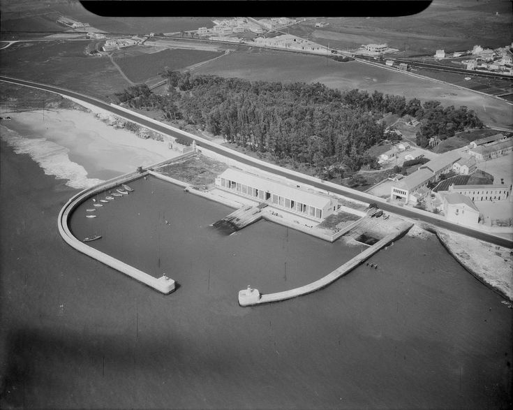 Vista aérea da Doca de Paço de Arcos (H. Noves, c. 1940)