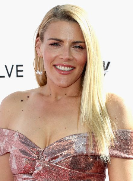 Busy Philipps Layered Cut - Busy Philipps showed off a perfect layered hairstyle at the Fashion Los Angeles Awards.
