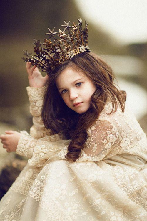 """""""até as princesas amam,eu tenho direito de amar,de viver.Não serei uma garotinha com regras regida por um rei,serei destemida..."""