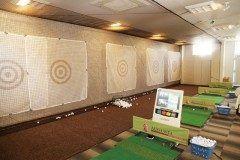 ゴルフラウンジ AUGUSTA  福岡市の中心地の天神でゴルフの練習が出来るんです 30000人以上もの指導実績を持つ日本プロゴルフ協会会員による本格的レッスンを受ける事もできます  プロ常駐ワンポイントアドバイスも有り初心者の方から上級者の方まで安心して練習できます  コースレッスン コンペも毎月開催 プロとコースをラウンドしてゴルフを基礎から学べます  ゴルフラウンジ オーガスタは気軽にゴルフの練習ができる居心地のいい空間です  tags[福岡県]