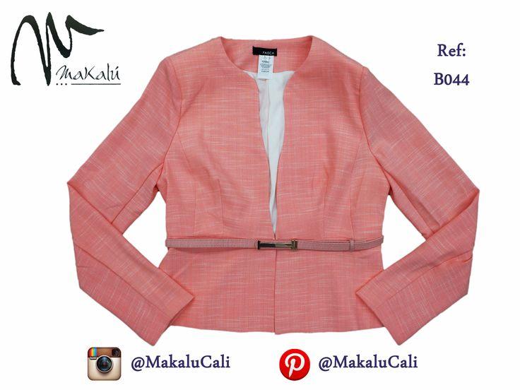 Formalidad y elegancia, blazer Makalu. #modafemenina #makalu #makalucali #tendencias #ropaamericana #fashionweek #outfit #neon #moda #cali #colombia