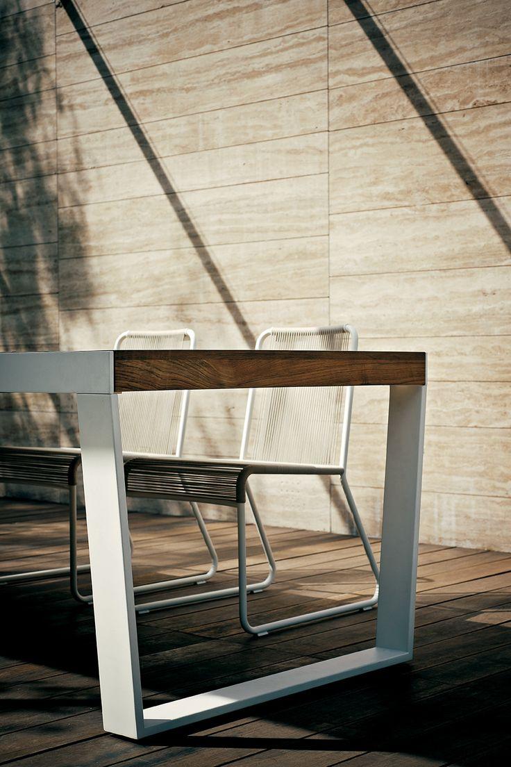 RODA Spinnaker Table   Harp Chairs