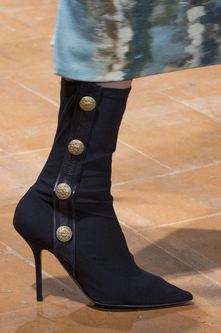 Alberta Ferretti Fall 2017 Fashion Show Details, Milan Fashion Week, MFW, Runway, TheImpression.com - Fashion news, runway, street style, models