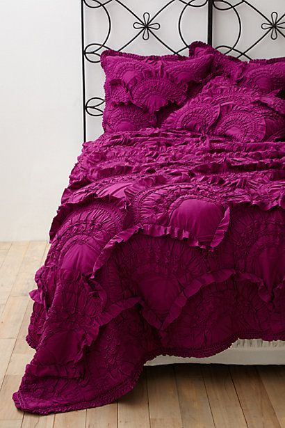 Ruffled quilt in magenta