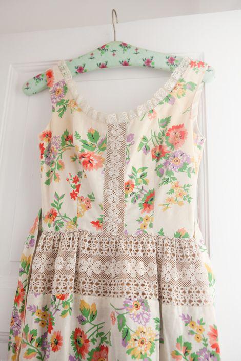 charming little floral & lace vintage dress