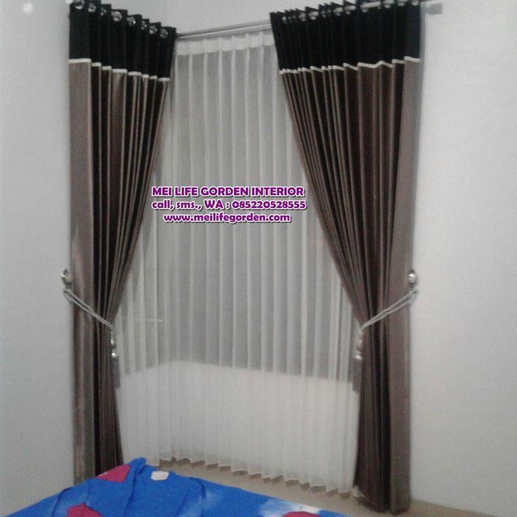 gorden minimalis untuk jendela,kaca Leter L Warna gordyn yang atas hitam yang bawah abu abu, gorden ini terpasang di jl kedungmangu surabaya