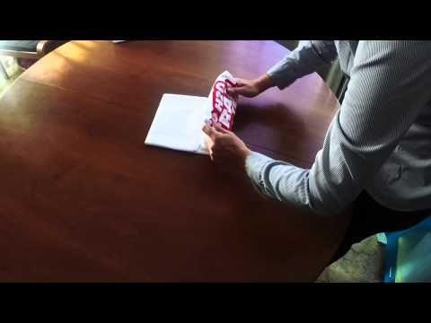 Come piegare le magliette con il metodo a pacchettino