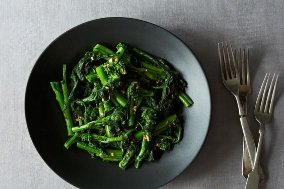 Chinese Broccoli Salad with Sesame Sriracha Dressing by food52 #Chinese_Broccoli #Healthy