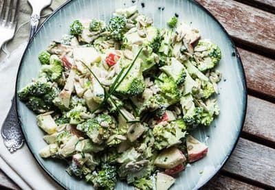 Prøv en ny og spændende variant af den klassiske hønsesalat!