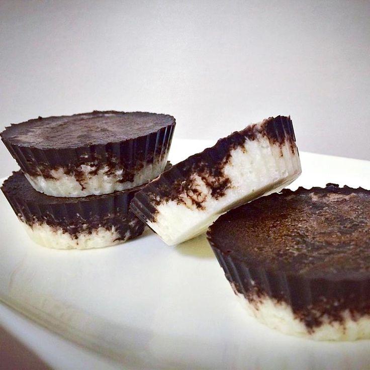 """Ti Készítettétek Recept (A recept készítője: Gáti Mercédesz) Paleo-vegán Bounty ízü csoki Mercédesz ezt írta róla: """"Bounty csoki, ami nyers, paleo, vegán, cukormentes, gluténmentes...és nagyon finooom! Vigyázat! Függőséget okoz és a magas zsírtartalomra azért nem árt figyelni """" A csoki"""