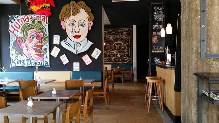 Café Cantona - schöne Athmosphäre und gutes Essen von Frühstück bis spät. Feine Weine und Fußball im public viewing...