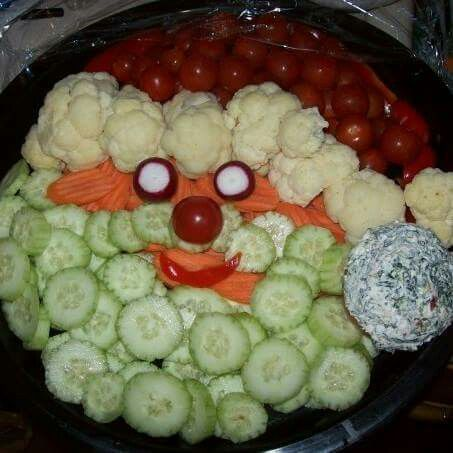 Santa veggie tray!! This looks way to cute! I may have to try this out.