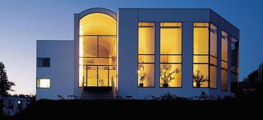 Trapholt Design Museum, Kolding, Denmark. Lundgaard & Tranberg Architects. Arne Jacobsen's summer house lies just outside of this rural museum.