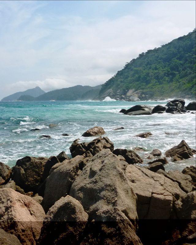 LÓPEZ MENDES ILHA GRANDE BRASIL  Es una de las playas más lindas del país y aunque para llegar hay que caminar media hora por la selva vale la pena!! #angradosreis #ilhagrande ======================= ======================= ======================= One of the most beautiful Brazilian beaches! You have to walk half an hour through the forest -there are no cars in the whole island- but I swear López Mendes worth it…