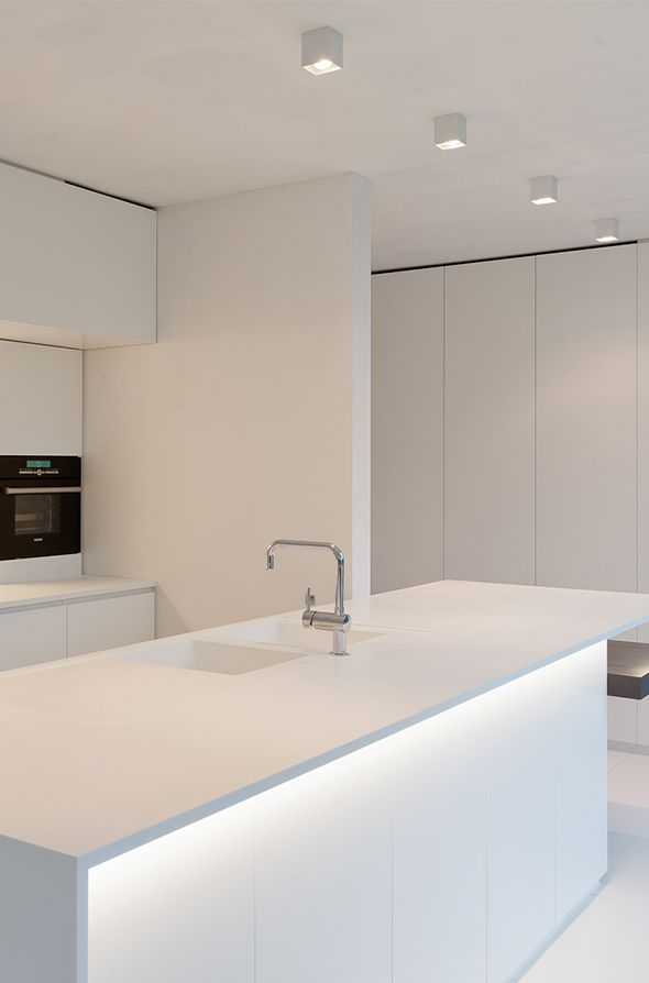 Clean lines, kitchen design by Filip Deslee _
