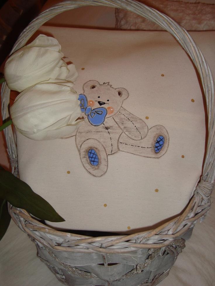 """Cojín infantil con lunares dorados.Osito & lazo.  Modelo """"bear"""".  20,00 €"""