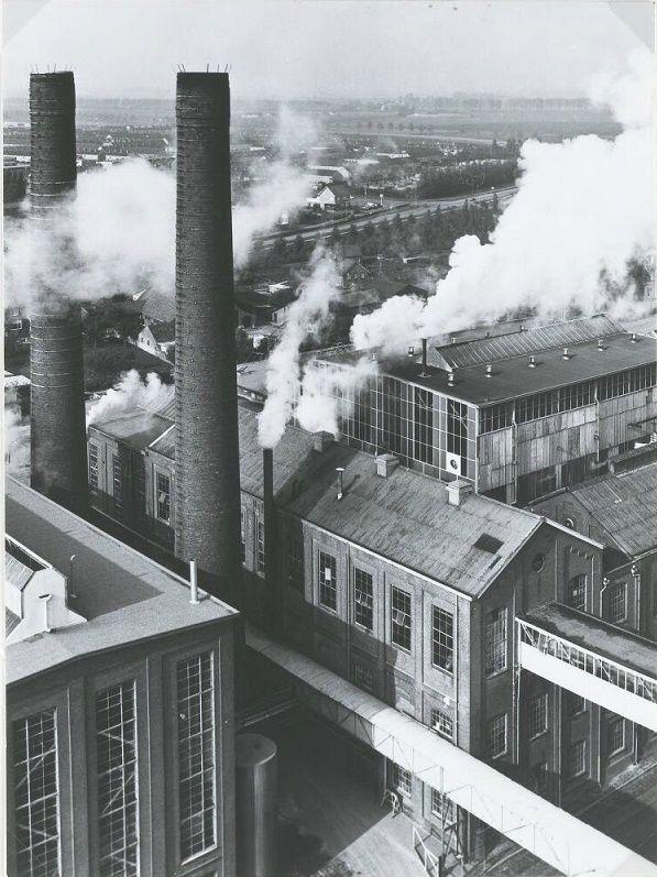 De suikerfabriek in bedrijf