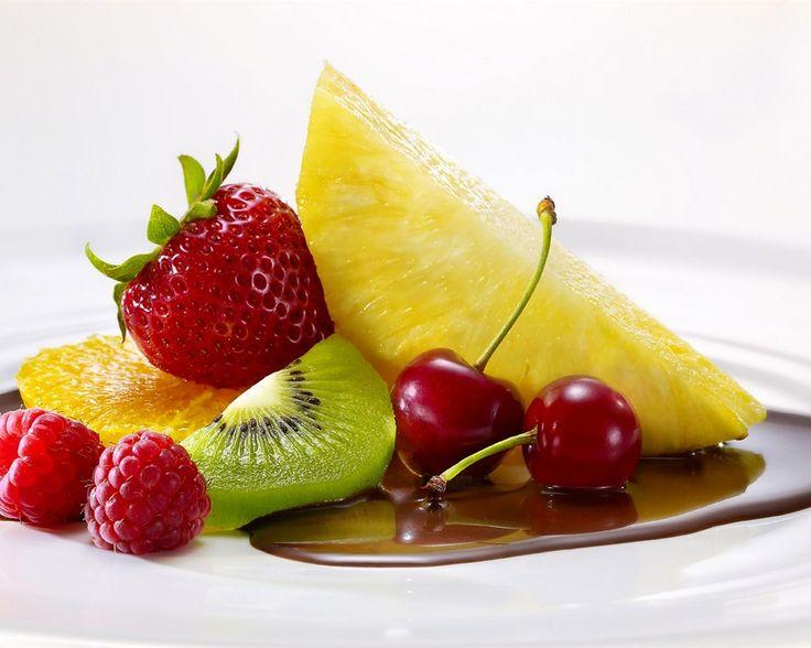 Свежие фрукты, малина, клубника, ананас, апельсин, киви, вишни Обои - 1280x1024