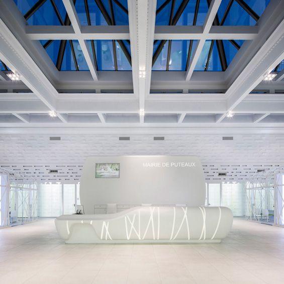 L'agence Axel Schoenert architectes a effectué la restructuration partielle de l'hôtel de ville de Puteaux, un projet qui se déploie depuis l'entrée principale vers le hall et les bureaux. L'enjeu était de mettre en valeur l'architectu...