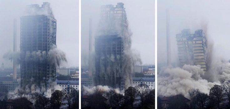 IlPost - Francoforte, Germania - La sequenza della demolizione della torre universitaria di Francoforte, alta 116 metri  (AP Photo/Michael Probst)