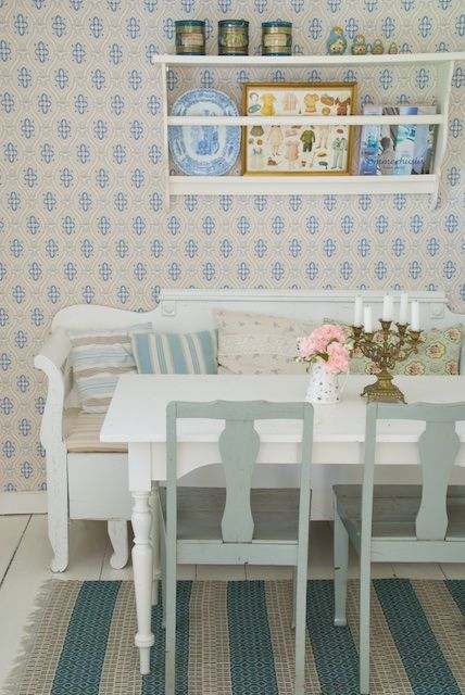 This vignette is so quintessentially Swedish from the painted plate rack and grey and white furniture to the delicately patterned wallpaper (photography by Sonja Bannick). The chalky colour palette is perfect for a summerhouse