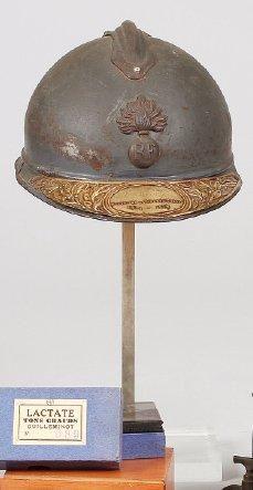 Casque Adrian infanterie Modèle 1915. Avec plaque de visière en laiton de «Soldat de la Grande Guerre 1914-1918».