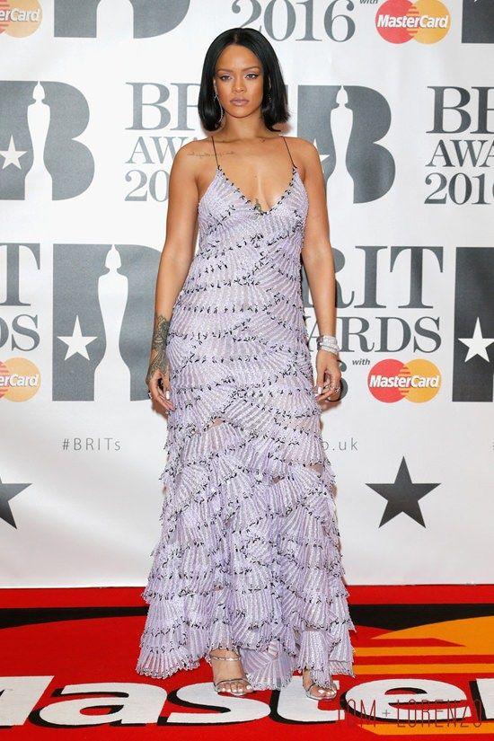 Rihanna-BRIT-Awards-2016-Red-Carpet-Fashion-Armani-Prive-Tom-Lorenzo-Site (6)