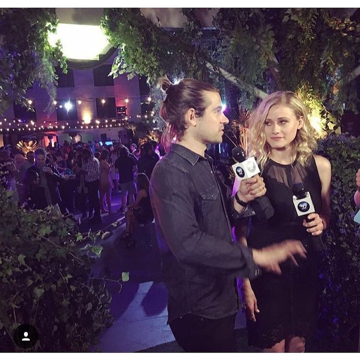 Jason Ralph and Olivia Dudley doing a #TheMagicians interview at San Diego Comic Con (via oliviadudley on Instagram)