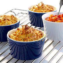 Kartoffelsoufflé mit Paprika-Karotten-Sauce