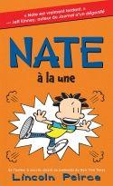 Nate est amoureux de Ruby. Mais sa querelle avec Randy Betancourt a fait la une du journal Weekly Bugle et soudainement, Nate a de plus gros problèmes que des simples retenues. Nate peut-il s'en remettre? Et l'événement annuel Mud Bowl sera-t-il un succès... ou un échec?