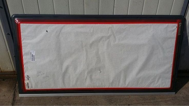Piese - Accesorii - Consumabile Craiova, Vand un model de geam nou pentru rulote fabricate dupa anii 1995 si care detine dimensiunile de 145 cm x 74 cm. Modelul ...